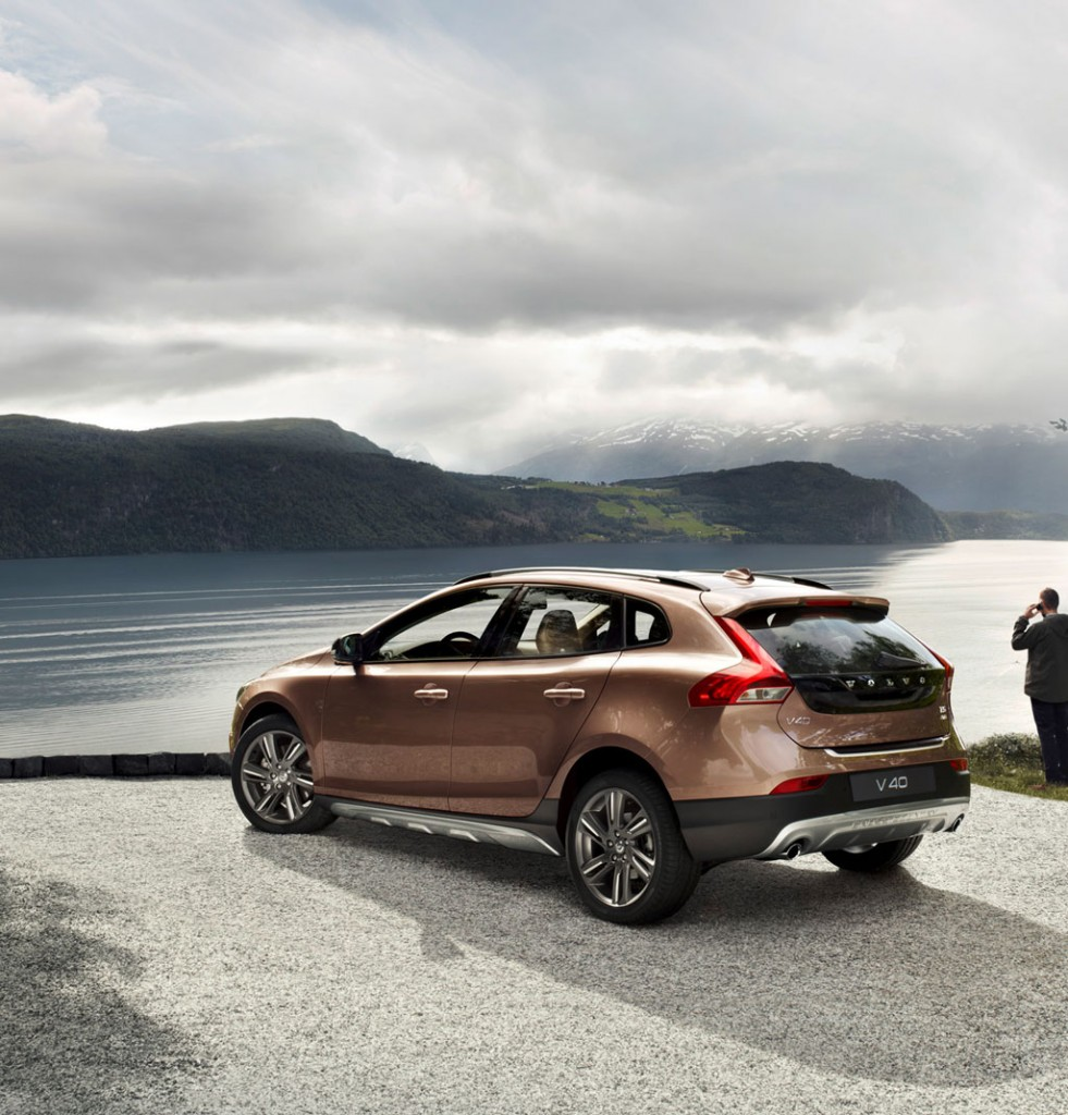 Volvo V40 Cross Country Pictures